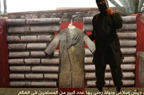 L'incuria del Comune subito dopo aver decapitato la statua di Paladino